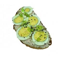 Náš špaldovo žitný chléb se šunkovou pěnou a vajíčkem